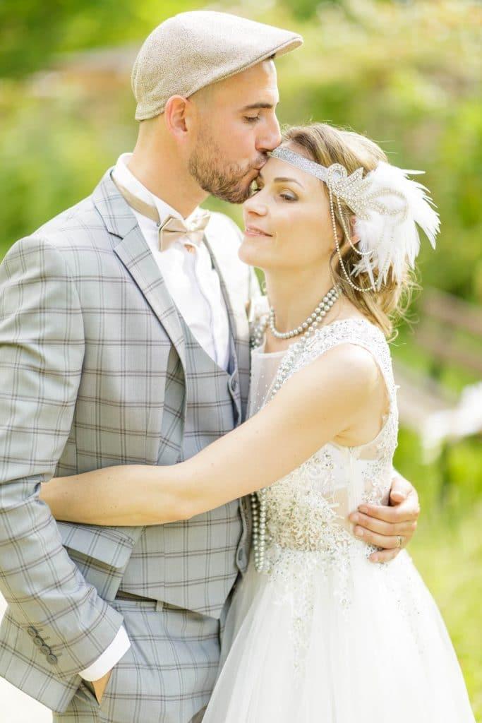 séance de couple pendant leur mariage à paris