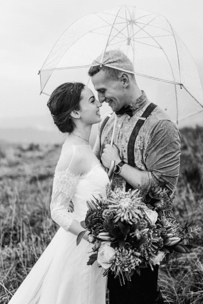 seance de couple sous la pluie