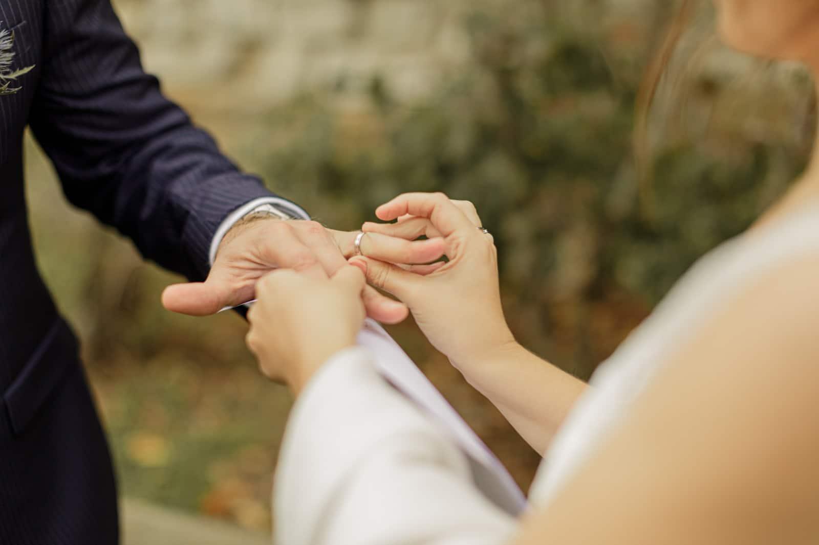 la mariée alliance au mari