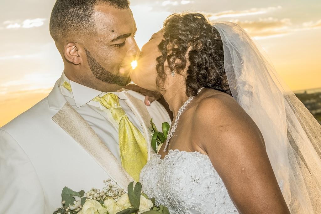 photographie couple avec soleil en arriere
